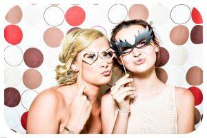 Dwie-przyjaciolki-na-wspolnej-imprezie